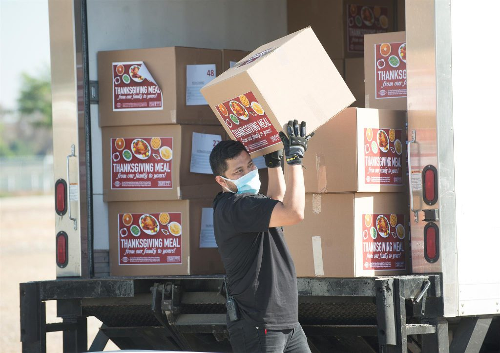 Centerpointe Staff Loads Thanksgiving Meals Into Customer Vehicles